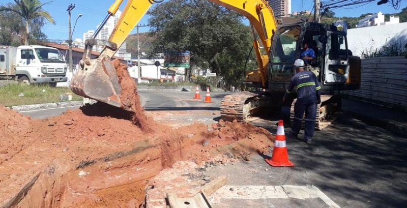 JF: Cesama inicia nova fase da obra de desvio de adutora na Avenida Itamar Franco