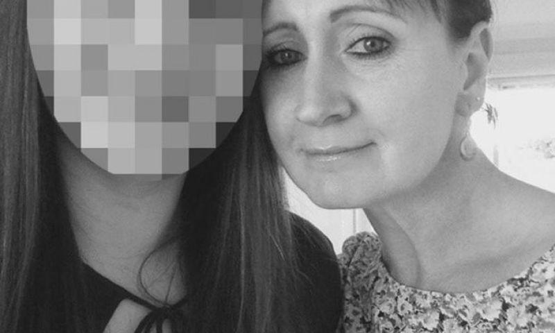 Mulher rasga saco escrotal do noivo com diamante de aliança por suposta traição