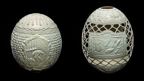 Artista esculpe dia a dia da prisão em cascas de ovo