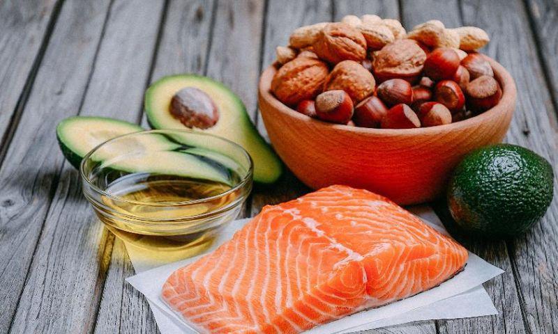 Comer gordura pode até fazê-lo emagrecer, mas evite excessos