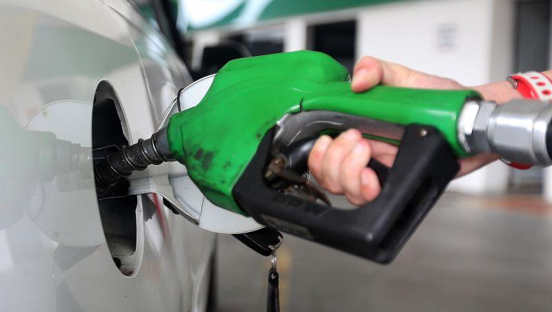 Petrobras anuncia que gasolina nas refinarias terá alta de 0,5% amanhã