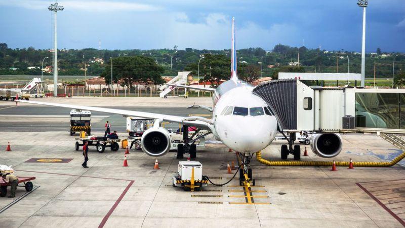 Aviões de passageiros poderão transportar pacientes com covid-19