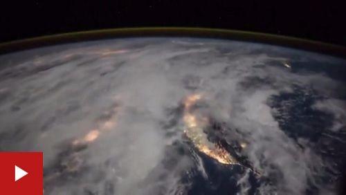 Astronauta da Nasa mostra como é uma tempestade de raios vista do espaço