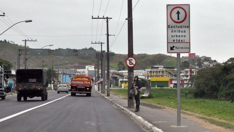 Settra autua 91 veículos por transitar na faixa exclusiva da Avenida Brasil