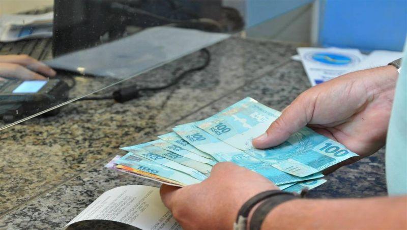 Auxílio de R$ 600 ao brasileiro já está valendo. Veja quem tem direito