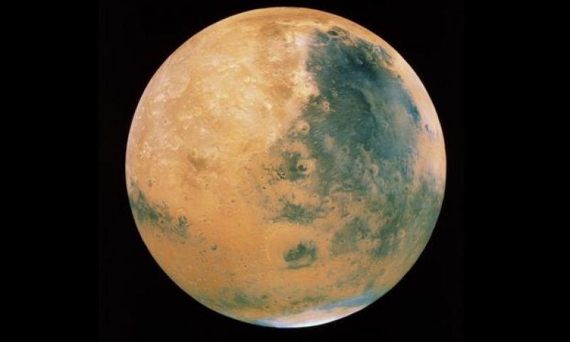 Cientistas encontram água líquida em Marte, o que pode transformar a busca por vida