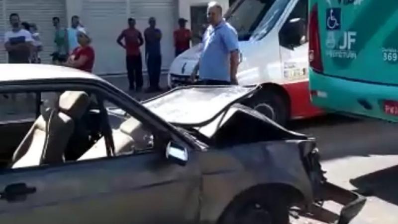 Acidente deixa quatro pessoas feridas no Bairro Santa Cruz em Juiz de Fora