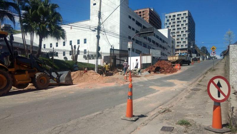 Avenida Rio Branco é parcialmente fechada em Juiz de Fora