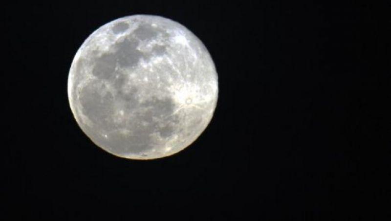 Fenômeno da 'Superlua' deixa satélite maior e mais brilhante na noite do dia 1º