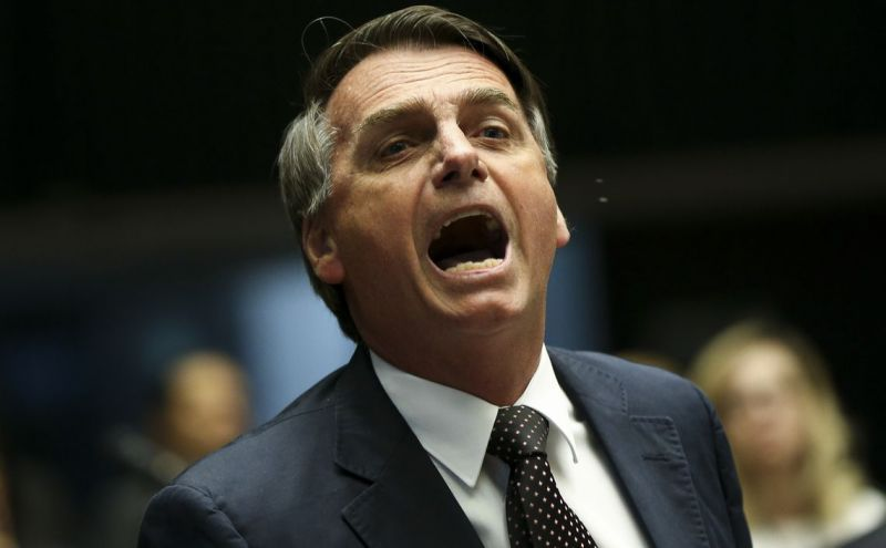 Jornalistas abandonam coletiva de Bolsonaro