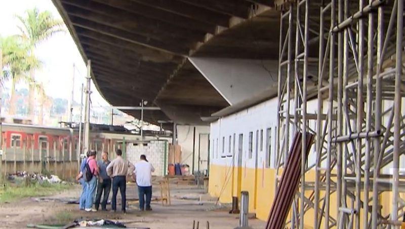 Trens são liberados próximo ao viaduto que cedeu em São Paulo