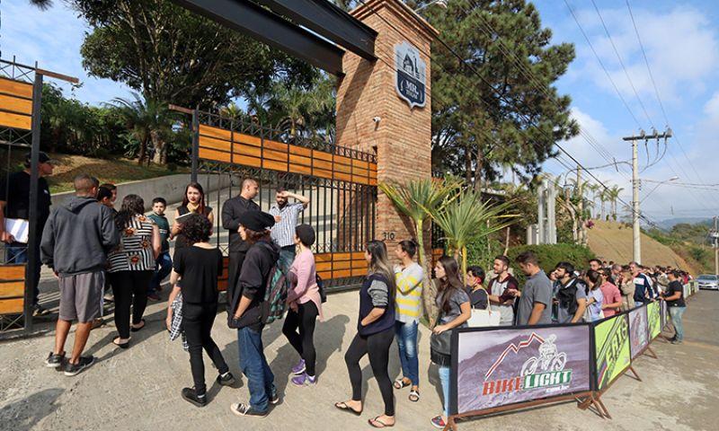 Juiz-foranos ficam até 10 horas na fila por pizza a R$ 10