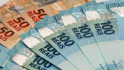 Primeira parcela do 13° deve ser paga até hoje e deve movimentar R$ 200 bi