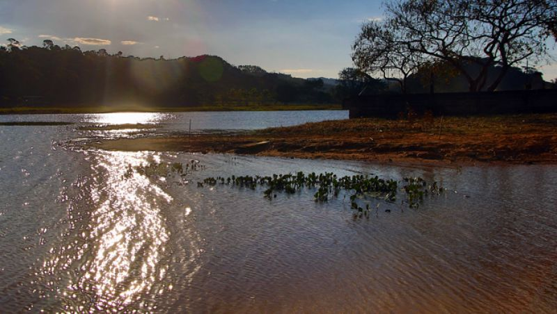 Cesama corrige falha em reservatório de água em JF