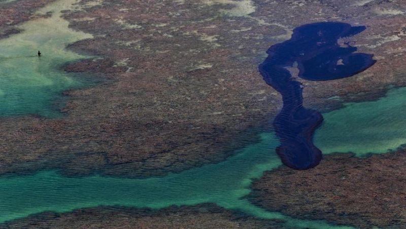 Mancha de óleo tinha 200 quilômetros de extensão em seu marco zero