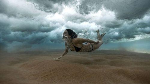 Fotos de espanhol impressionam com surpresas no fundo do mar; confira