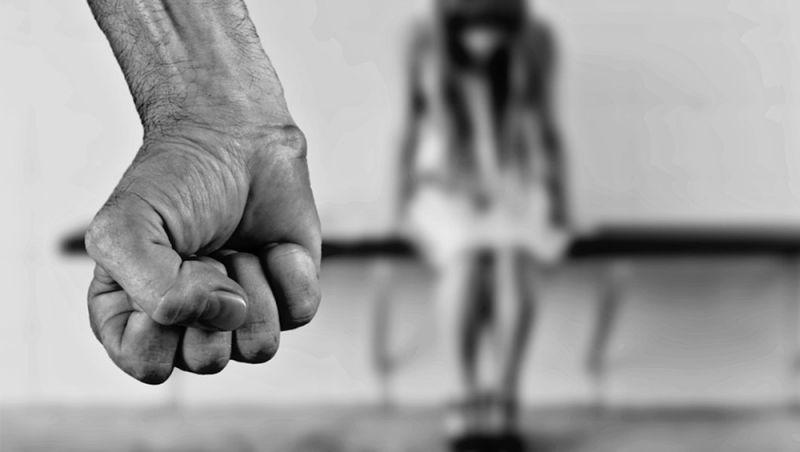 Homem é condenado a 21 anos por estupro de neta de companheira