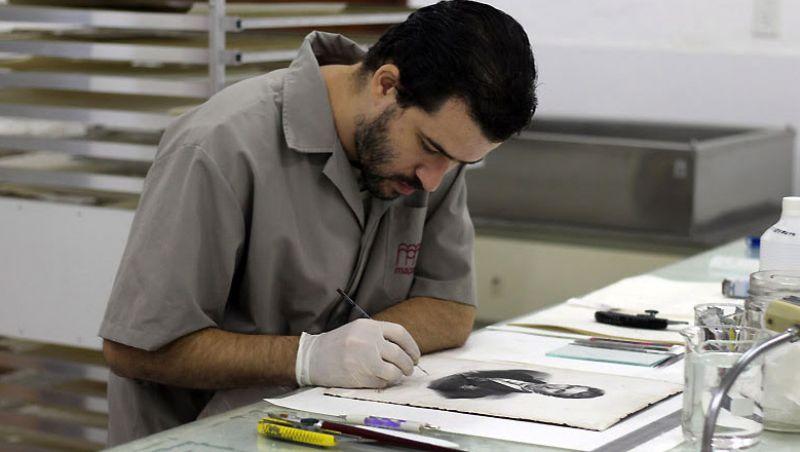 Museu Mariano Procópio destaca mão de obra especializada na conservação do acervo de papel