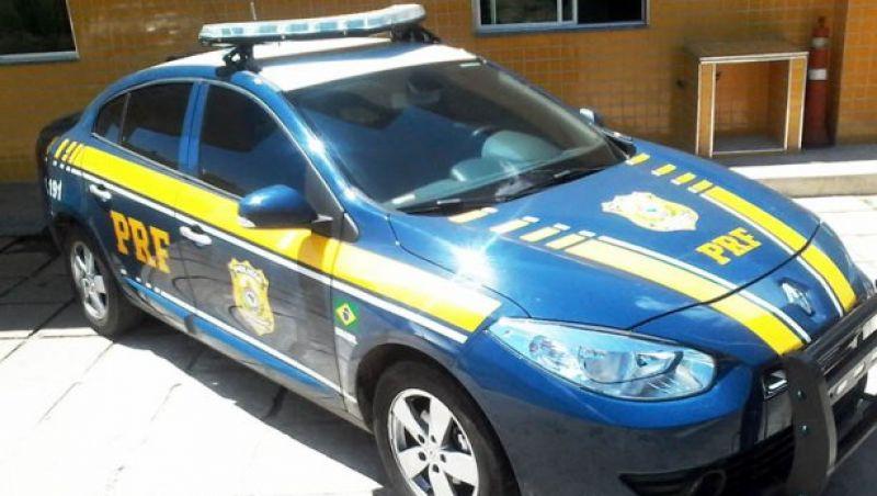 Ladrões armados roubam caminhonete na BR-267, em Bicas