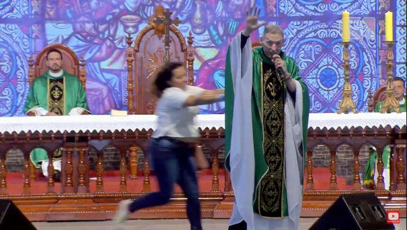 Após empurrão, padre Marcelo diz que 'Bíblia e oração' são o melhor B.O.