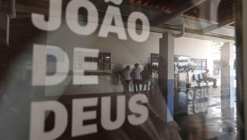 Dependência econômica e fé se misturam em Abadiânia, em Goiás