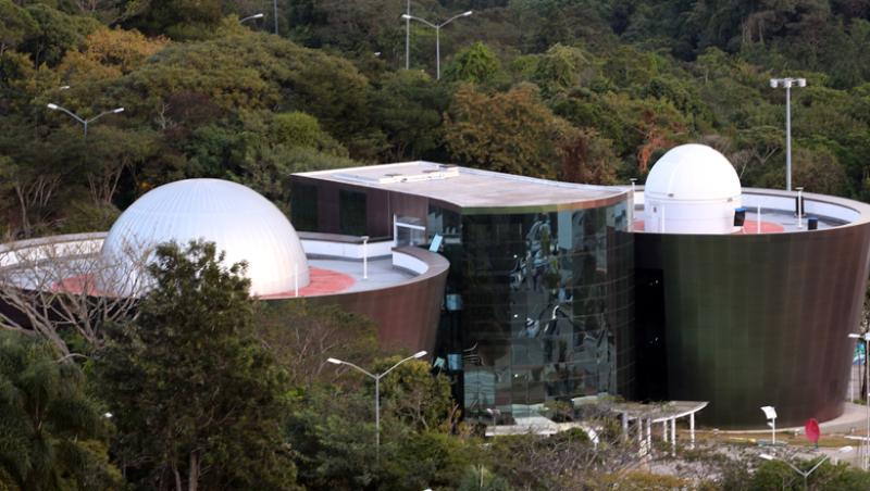 Centro de Ciências da UFJF recebe visitantes para observação de eclipse