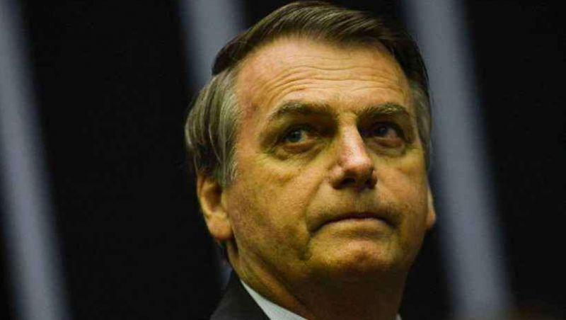Bolsonaro retira dente e tem que ficar três dias sem falar