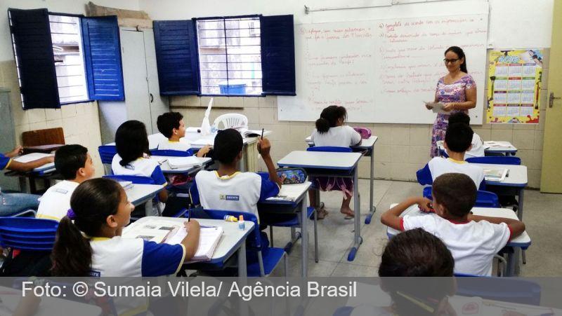 Governo de SP contrata psicólogos para atender professores e alunos