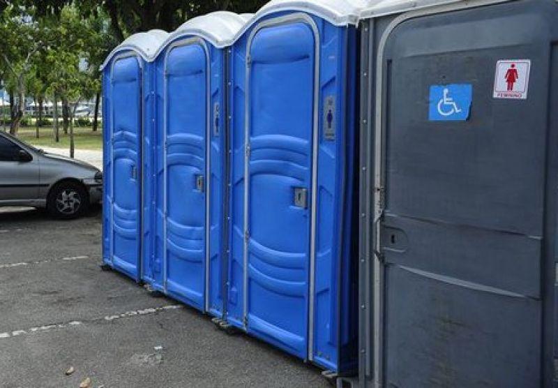 Sancionada lei que torna banheiros químicos adaptados obrigatórios