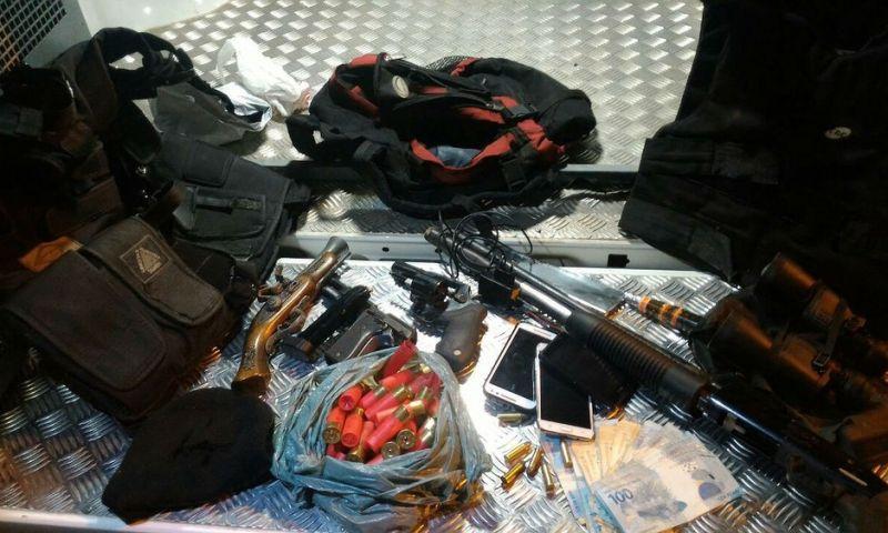 Suspeitos de participar de roubo a ônibus são presos em Juiz de Fora