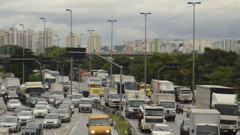 76% dos brasileiros não planejam gastos com transporte, diz pesquisa