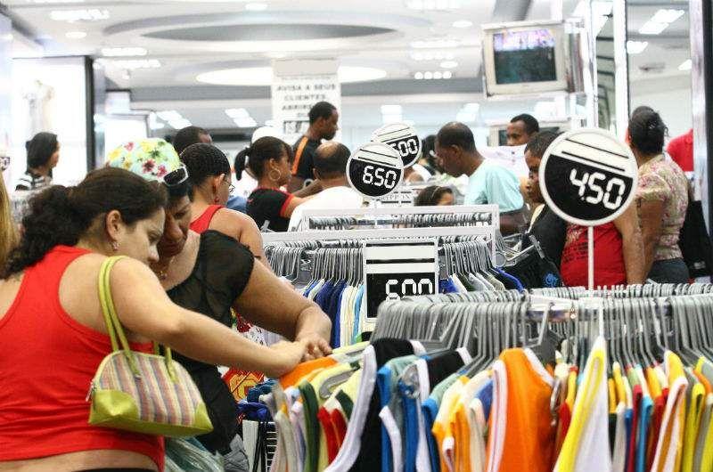 Confiança do consumidor atinge menor nível desde agosto