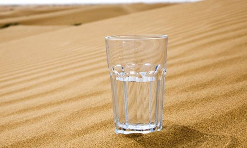 Cientistas testam aparelho que extrai água potável do ar mesmo em desertos