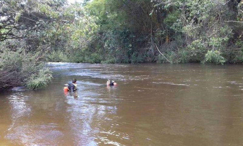 Bombeiros encontram homens que morreram eletrocutados e afogados no Rio Cipó