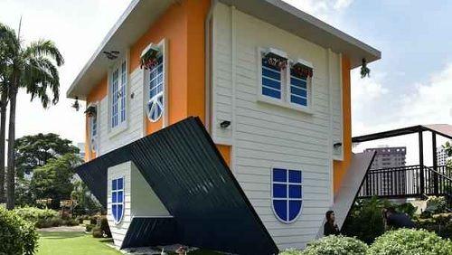 Casa de dois andares é construída de cabeça para baixo na Malásia