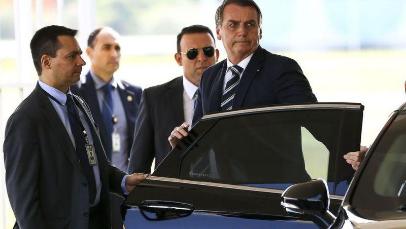 Bolsonaro diz que mantém indicação de Eduardo a embaixada