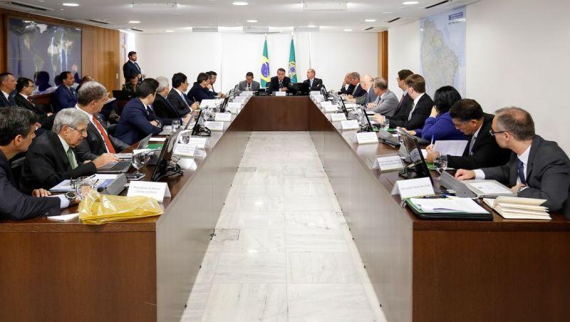 Bolsonaro já está reunido com os 22 ministros no Palácio do Planalto