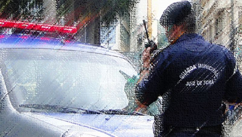 Guarda Municipal de Juiz de Fora pega em flagrante homem que furtava material metálico em imóvel fechado