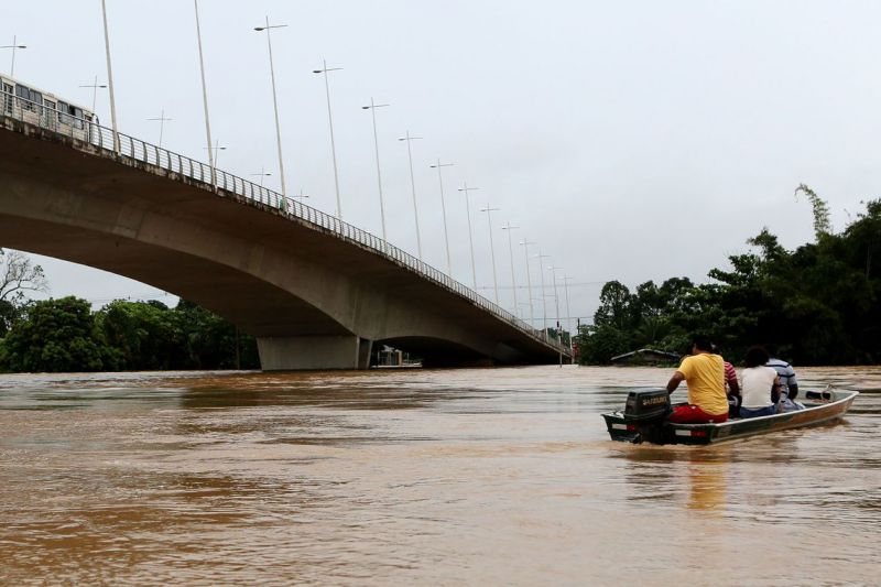 Capital acreana fica em alerta com transbordamento do Rio Acre