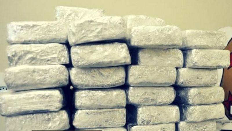 PF apreende mais de 330 Kg de cocaína na Baía de Guanabara