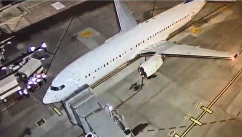 Avião com brasileiros deportados dos EUA chega a MG