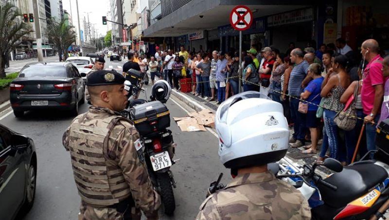 Mulher cai de prédio na Avenida Rio Branco em Juiz de Fora