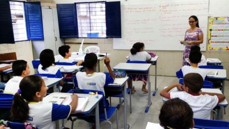 Apesar de protestos, MEC diz que base curricular tem de ser debatida