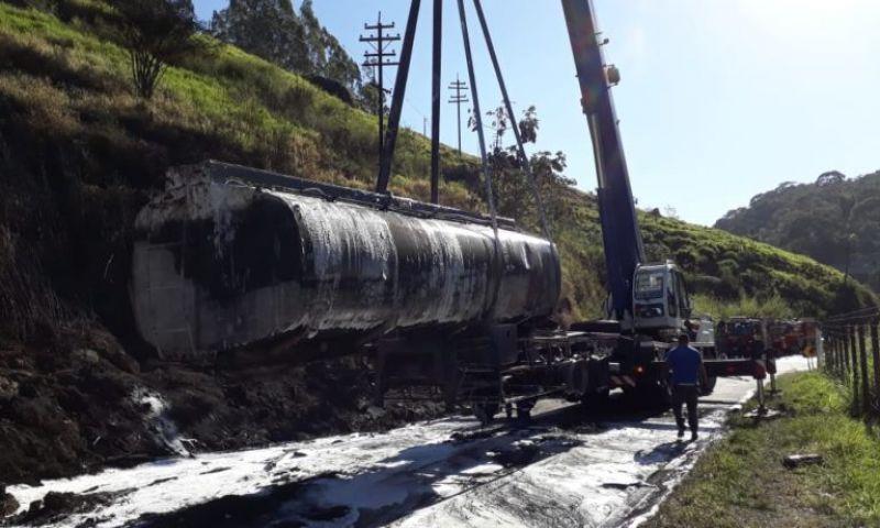 Rodovia é liberada 34 horas após explosão de carreta