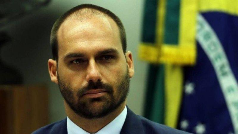 Eduardo endossa insultos de Bolsonaro e manda deputadas 'rasparem o sovaco'