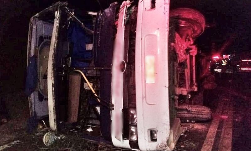 Acidente entre quatro veículos deixa um morto e seis feridos na BR-265