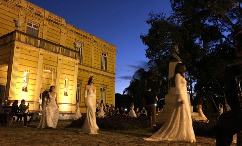 Museu Mariano Procópio em JF é cenário para desfile de noivas