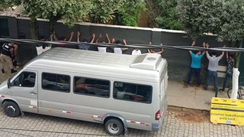 PM prende cinco jovens que estariam usando droga no meio da rua em Cataguases