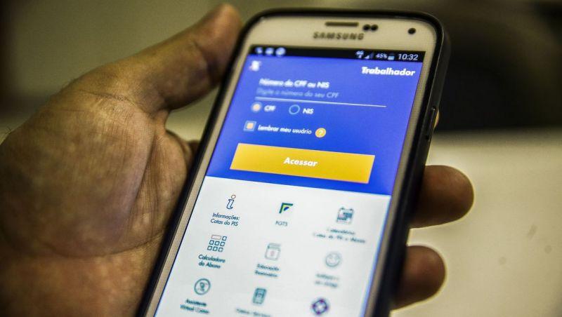Com novos saques, aplicativo do FGTS lidera ranking em loja virtual