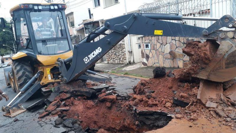 Redes de drenagem nas regiões leste e sudeste de JF passam por manutenção